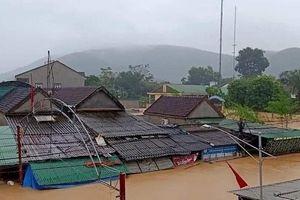 Nghệ An: 4 thủy điện xả lũ, nhiều huyện ngập chìm trong nước