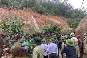 Nghệ An: Mưa lớn nước lũ dâng cao, chủ động sơ tán người dân tới nơi an toàn