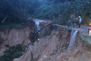Nghệ An: Nước lũ dâng cao, nhiều tuyến đường bị chia cắt, nhà dân ngập sâu