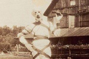 Trang phục Halloween 100 năm trước qua ảnh đen trắng