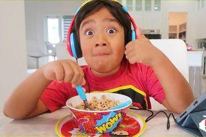 Mánh khóe quảng cáo của YouTube trong video cho trẻ em