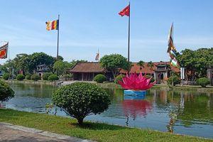 Hàng nghìn người đến lễ hội chùa Keo