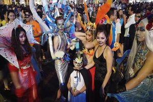 Lễ Halloween 'gõ cửa', giới trẻ 'Tây - Ta' ăn chơi khác nhau sao?