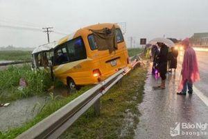 Tin giao thông đến sáng 31/10: Va chạm xe tải, xe khách, 4 người tử vong, 3 người bị thương