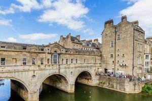 Thành phố cổ kính hấp dẫn nhất nước Anh, một địa điểm lãng mạn mà các cặp đôi không thể bỏ qua