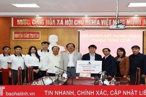 Tập đoàn Delta Hà Nội hỗ trợ người dân vùng lũ Cẩm Xuyên 500 triệu đồng
