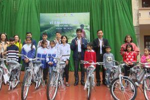 Tập đoàn Công nghiệp - Viễn thông Quân đội Viettel trao 50 xe đạp cho học sinh nghèo ở Thanh Hóa