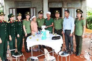 Tuổi trẻ CAND sẻ chia khó khăn tới đồng bào vùng bão lụt Quảng Trị