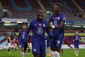 Tân binh rực sáng, Chelsea bay vào Top 4 Premier League