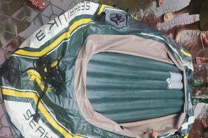 Hà Tĩnh: Tạm giam kẻ chém hỏng xuồng hơi cứu hộ trong nước lũ