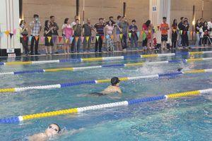 Hơn 200 học sinh tiểu học tranh tài giải bơi Hapu Swimming