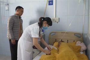 Bảy người nhập viện sau khi ăn cưới