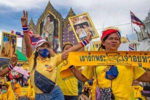 Vua, Hoàng hậu Thái Lan gặp lực lượng ủng hộ chế độ quân chủ