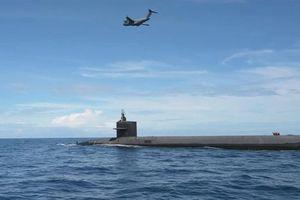 Video tàu ngầm hạt nhân Mỹ được C-17 tiếp tế trên biển