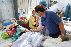Ban tổ chức cuộc thi Hoa hậu Việt Nam trao quà cho người dân thiệt hại do bão số 9
