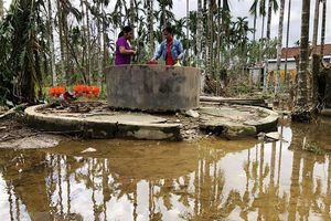 Tỉnh Quảng Ngãi tập trung khử khuẩn môi trường sau cơn bão số 9