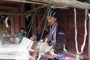 Bảo tồn nghề dệt thổ cẩm của đồng bào dân tộc Lự