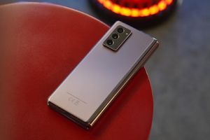 Samsung W21 5G hé lộ ngày ra mắt - Sắc vàng độc đáo, thiết kế ấn tượng