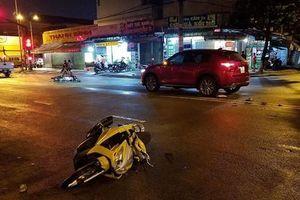 Ô tô tông vào hiện trường tai nạn giữa 2 xe máy, 2 người nhập viện