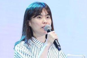 Nghệ sĩ Hàn tới viếng Park Ji Sun