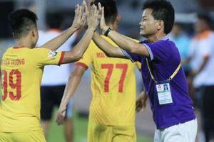GĐKT Nam Định nói gì khi đội nhà trụ hạng thành công?