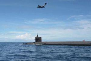 Cận cảnh 'ngựa thồ' C-17 tiếp vận cho tàu ngầm hạt nhân ở ngoài khơi