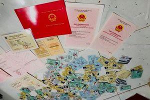 Cán bộ xã, huyện 'bắt tay' làm giấy tờ giả 'giúp' hàng loạt trường hợp xuất cảnh