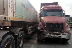 Tin tức tai nạn giao thông ngày 4/11: Xe container chạy điên cuồng, nhiều người nhập viện