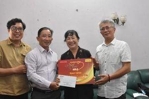 'Mai Vàng nhân ái' thăm nghệ sĩ múa Nguyễn Anh Đào và Tô Minh Nhật
