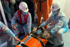 Điều tàu ra cứu nạn cô giáo ở đảo Cù Lao Chàm