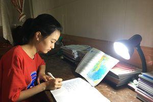 Nữ sinh nhà nghèo chia sẻ bí quyết đạt thủ khoa môn Địa lý