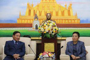 Việt Nam trao 30 nghìn khẩu trang hỗ trợ Lào phòng chống Covid-19