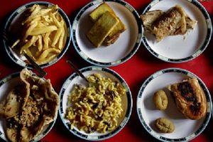 Nhìn lại bữa trưa của các học sinh trên thế giới: Nơi đa dạng, nhiều món, chỗ lại rất đơn giản