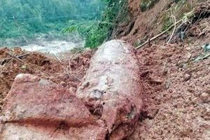 Quảng Bình: Cấm phương tiện qua lại trên quốc lộ 9B do phát hiện bom nổ chậm