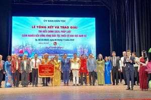 Đội Kiên Giang đoạt giải đặc biệt cuộc thi tìm hiểu chính sách pháp luật, giảm nghèo bền vững