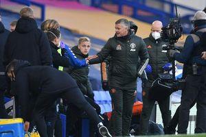 MU thắng Everton, fan đối thủ vỡ òa mừng cho Solskjaer
