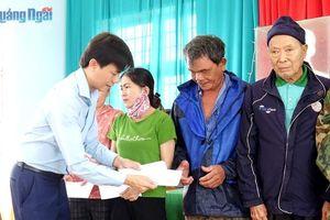 Công ty CPĐT BĐS Nam Khang miền Trung: Chia sẻ khó khăn với người dân bị thiệt hại do bão số 9