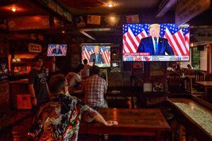 Các cửa hàng Mỹ thất thu vì tuần bầu cử căng thẳng