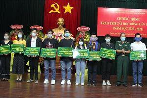 Trao 111 suất học bổng cho các em học sinh, sinh viên là con em cựu chiến binh BĐBP
