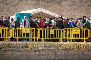 Hơn 1.000 người di cư châu Phi đến quần đảo Canary của Tây Ban Nha