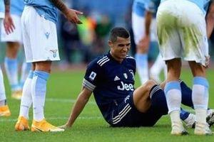 Ronaldo dính chấn thương mắt cá chân