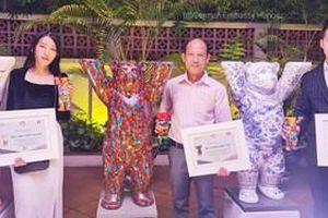 Ba nghệ sĩ Việt nhận giải thưởng cuộc thi trang trí nghệ thuật Gấu Buddy