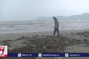 Sau lũ, bờ biển Lộc Hà, Hà Tĩnh ngập rác thải