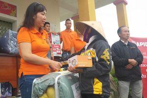 VOV Live kết nối Ferroli và Rapido trao 500 suất quà ủng hộ dân vùng lũ Hà Tĩnh