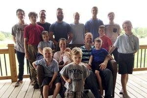 Sau khi sinh 14 con trai, vợ chồng Mỹ có 1 cô con gái