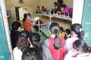 Tiếp sức học sinh vùng lũ Quảng Nam