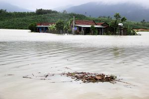 Bão đi qua, hàng ngàn nhà dân ngập sâu trong biển nước