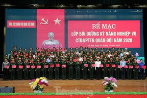 Trao chứng nhận cho 86 cán bộ Đoàn, cán bộ đảm nhiệm công tác thanh niên