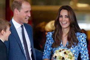 Tủ đồ bạt ngàn váy đầm xanh hi vọng và hòa bình của công nương Kate