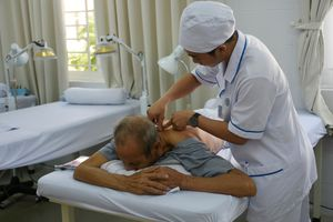 Chuyển thiết bị y tế chưa sử dụng về các bệnh viện